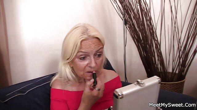 Le mec a proposé à sa copine de filmer leur sexe devant extrait video porno une caméra