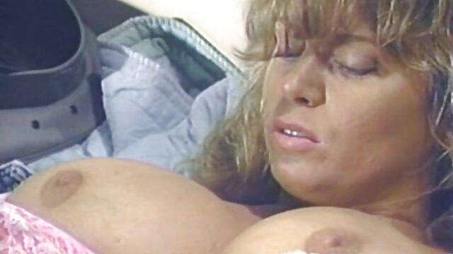 Le beau video x gratuit en streaming chauve Johnny lèche une chatte poilue et baise une femme