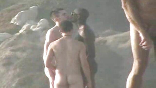 Un mec ébène video x voyeur amateur suce une bite et se fait sodomiser