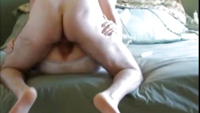 Assise sur les couilles de son baiseur, une jeune salope branle vidéo porno xx l sa grosse bite