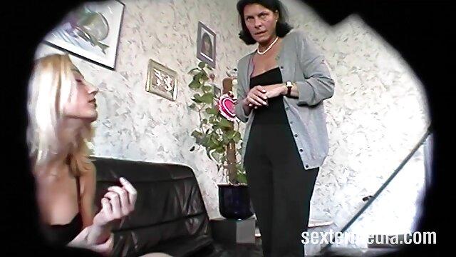Plantureuse maman video film pornographique obsédée par le sexe baise un jeune étalon