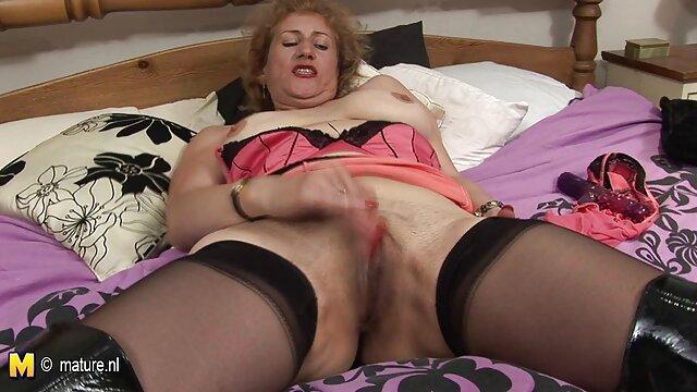 Femme mature jouant avec des jouets voyeur x video gode