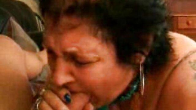 La brune Kristina video x adulte Rose a sauté devant une étudiante et baisée en anal