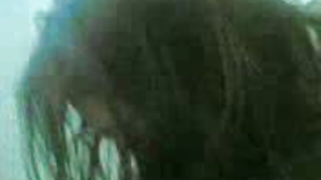 Galya se masturbe sur la video x complet gratuit banquette arrière de sa voiture