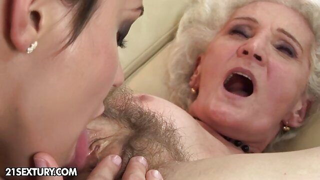La film porno x video brune Lucie Kline a séduit un oncle mature et baisée en anal