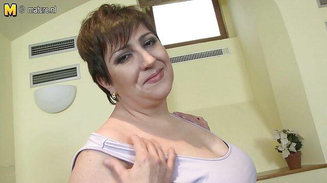 L'une des copines a un membre de taille assez décente entre ses jambes. La video x de clara morgane partenaire, en voyant cet organe, a sauté dessus afin de le prendre profondément dans sa bouche, puis de lui substituer un trou fort et serré.