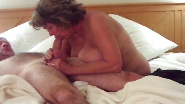 La blonde sexy Lucy aime video actrice porno le sexe oral
