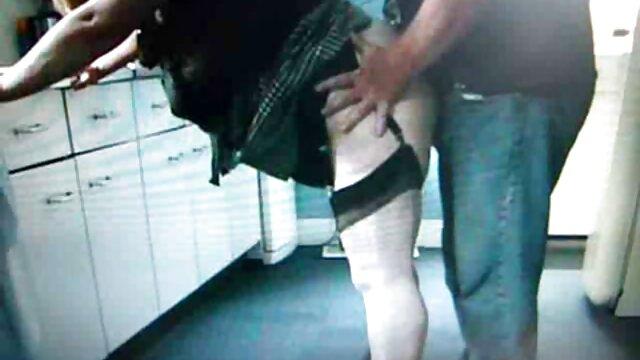 Un mec lubrique baise dans la bouche vidéos x pornos très fort Kinky Birthday