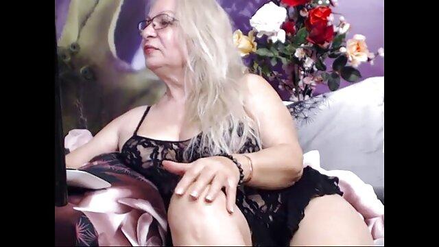 Blonde Lily sexy lave vidéo x casting la voiture et baise avec un joli propriétaire