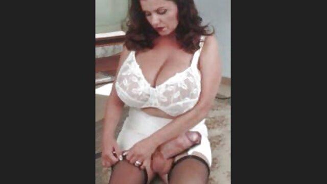 Une brune passionnée sexy en bas baise video porno graphique gratuit avec un mec