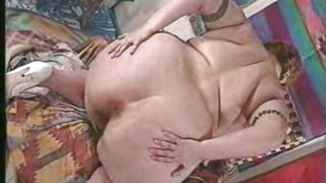 Salope aux xxx video tukif cheveux roux suce une grosse bite de chien