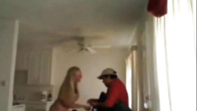 Plantureuse salope a xx video pornographique sellé un jeune instructeur dans un fauteuil à bascule