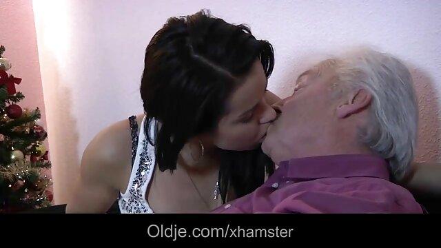Une extrait de film porno jeune salope baise en anal