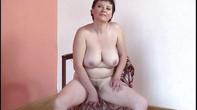 Busty Latina BBW nettoie avant les vacances et baise avec un vidéo x gratuit en français homme noir