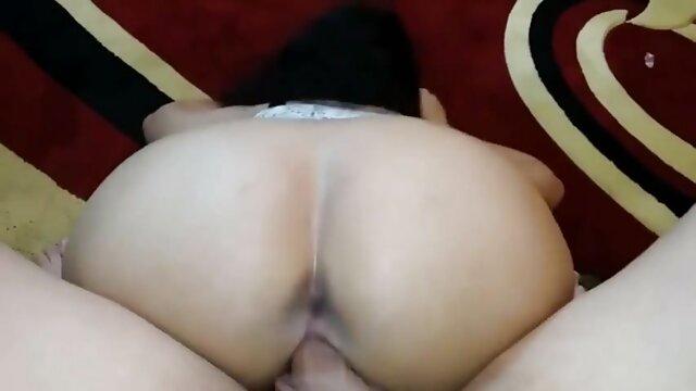 La chienne joue avec son video porno gratuit français cul brillant et violet