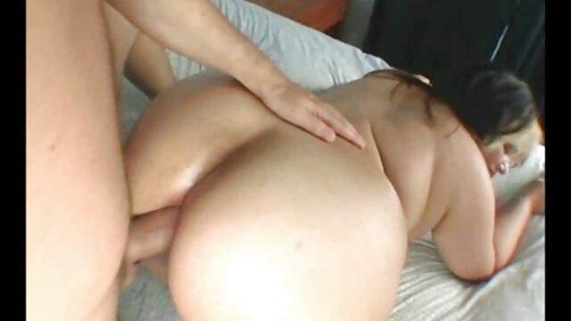 Blonde video x gratuit vieille sexy en corset se fait baiser par une énorme bite