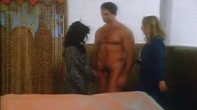 Deux jeunes film porno avec des petites filles chiennes jouent avec de la crème partie 1