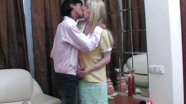L'équipage d'un avion de ligne sexy a un video porno gratuit mere et fils gangbang dans un hôtel cher