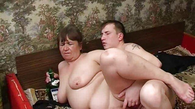 Blonde sexy aime non seulement les longues sucettes, mais aussi vidéo x caméra cachée les longues queues en anal