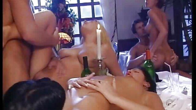 Deux bites voir video porno gratuit dans les trous de la blonde à la fois