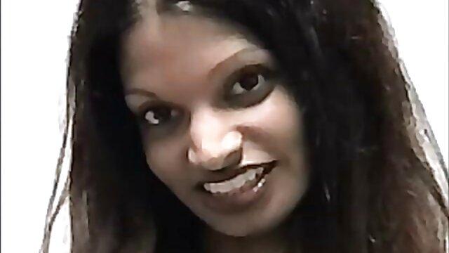 Horny extrait de film porno Horny Brother a persuadé sa demi-soeur d'avoir des relations sexuelles